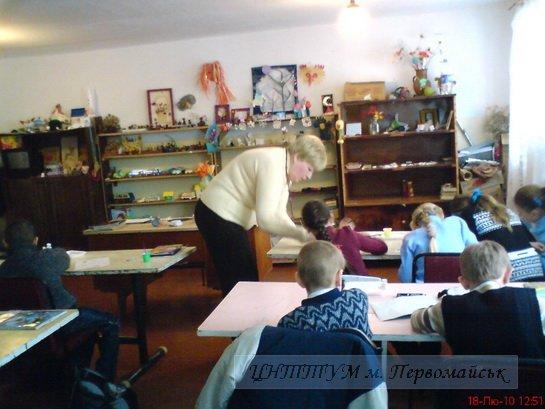 у гуртку дітей навчають досвідчені педагоги
